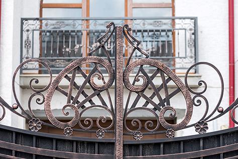 Ferroforma, puertas y verjas y cancelas de hierro forjado
